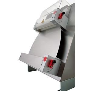 FAÇONNEUSE - LAMINOIR - 2 PAIRES DE ROULEAUX (rulli paralleli) - Mod. TO 45 VC - Longueur Rouleaux 40 cm - Puissance 0,50 hp - Alimentation monophasée 230 V - Norme CE